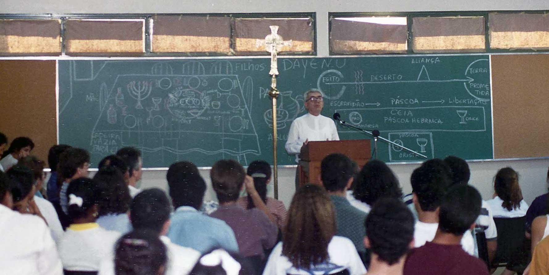 1994 - Paróquia Nossa Senhor da Esperança - Asa Norte, Brasília/DF