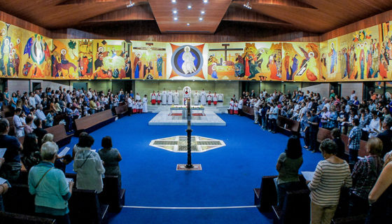 Assembleia cristã - Espaço Litúrgico - Paróquia Nossa Senhor da Esperança - Asa Norte, Brasília/DF